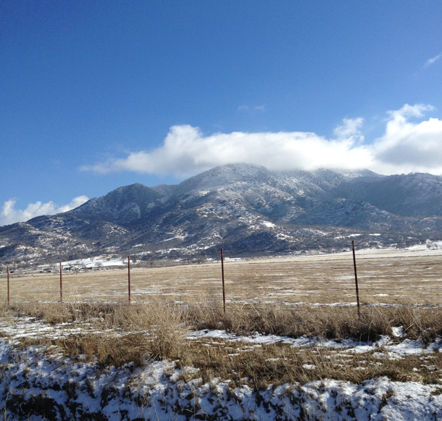 tehachapi-mountains-clouds-snow-winter