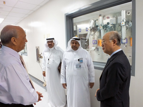 Yukiya Amano at King Faisal Hospital (01890205)