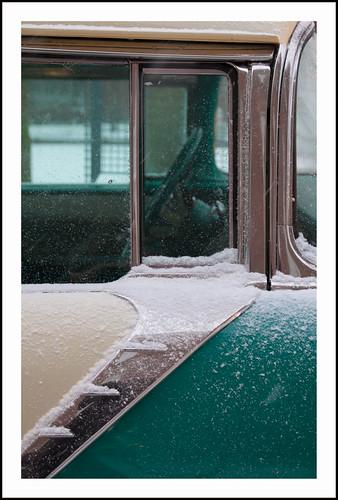 Pontiac in de sneeuw by hans van egdom