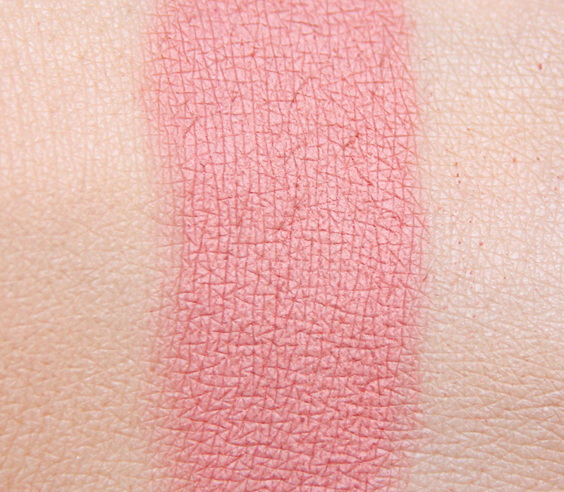 IDUN smultron pressed mineral blush swatch