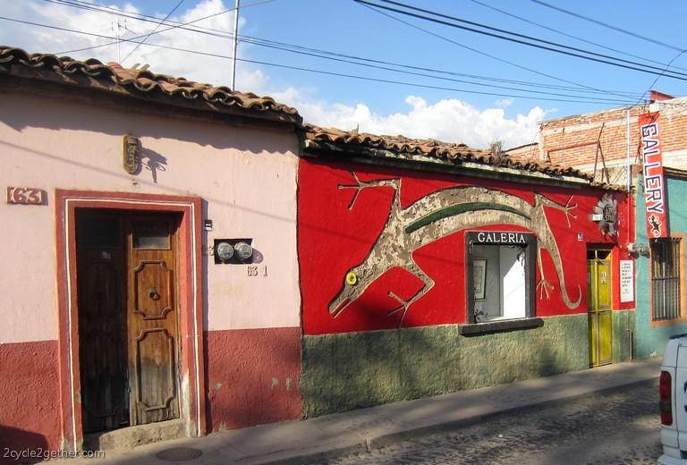 Ajijic Street Scene : Murals