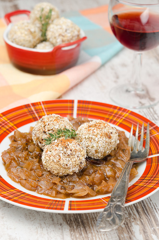 Chicken meatballs in onion sauce