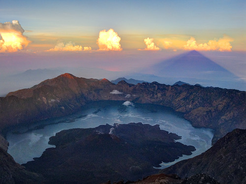 travel sunrise trekking trek indonesia volcano climb view summit lombok hdr rinjani img22320511500511