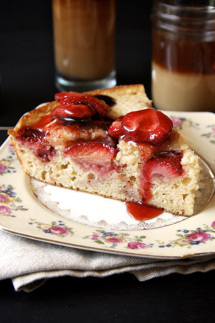 roasted strawberry buttermilk cake
