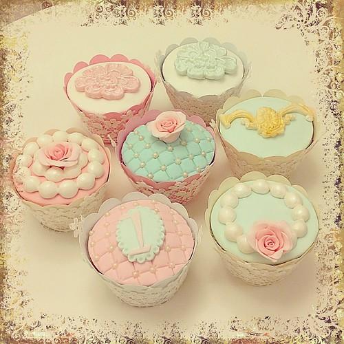 Arkası yarın... ☺ #vintage #vintagecupcake #cakeart #cakecraft #sugarrose #pink #cupcake #lace #pearl #burcinbirdane