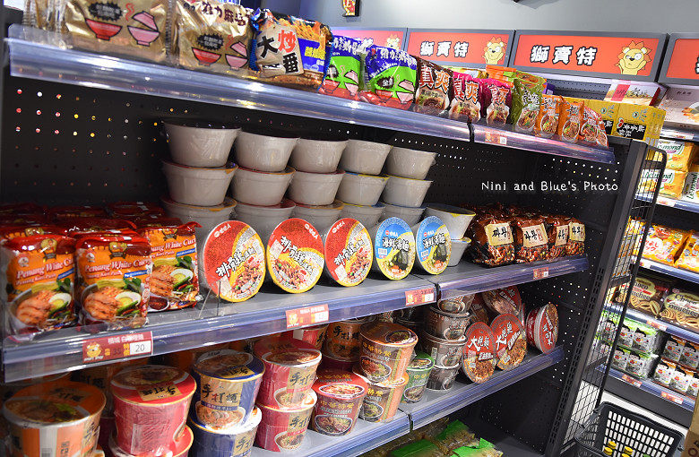 台中獅賣特即期良品進口零食餅乾泡麵41