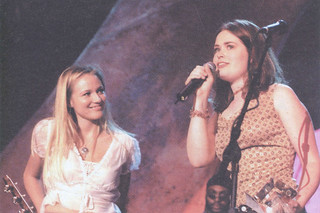 "Libbie Schrader '01 with singer Jewel after her band, The Wash (later Think of England), won the ""New Voice of 2001"" award. The band also included Jason Mandell '01, Nick May '01, Dean of Campus Life Matt Taylor, and Katie McIntosh SC '01"