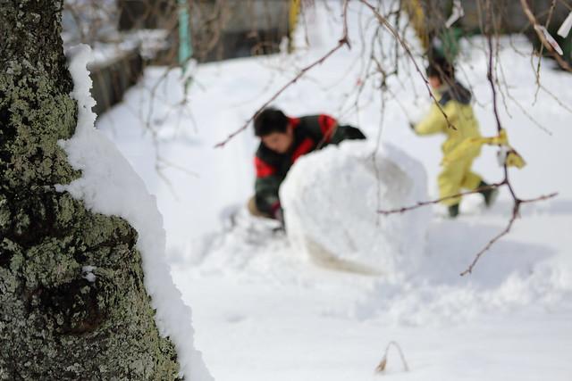 作りかけの雪だるま
