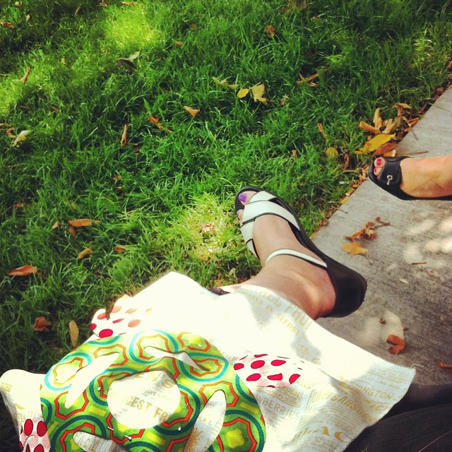 Lunchtime crafting in the park, with company - Monday