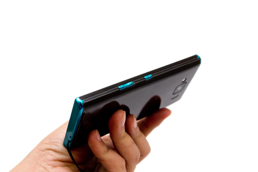 Panasonic ELUGA X (P-02E) 番外篇 – 初音款 (藍綠) 開箱 @3C 達人廖阿輝