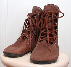 snow boot(0.0), textile(0.0), leather(0.0), limb(0.0), leg(0.0), human body(0.0), outdoor shoe(1.0), brown(1.0), footwear(1.0), shoe(1.0), maroon(1.0), tan(1.0), boot(1.0),