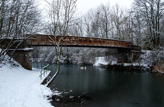 Promenade dans la neige - Pont sur le Canal de la Moselle