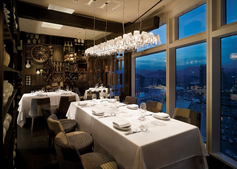 Park Hyatt Busan_Dining Room_night (2).jpg