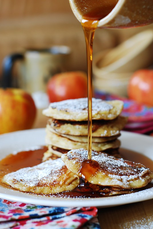 Apple cinnamon pancakes, pancakes for breakfast, dessert pancakes, pancakes with fruit