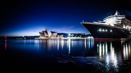city longexposure sunrise boat ship sydney australia cruiseship newsouthwales darlingharbour therocks canoneos queenmary2 cunard sydneyoperahouse clearskies campbellscove 50d dawespoint cameradetails sigma1750mmf28exdcos