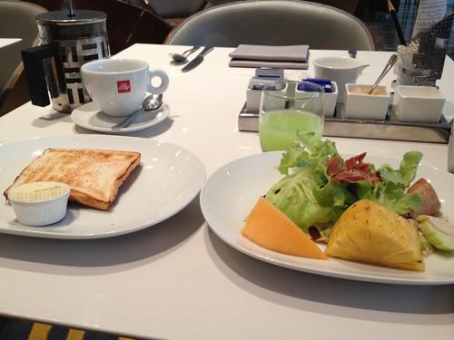 バンコクの朝食3回目 by haruhiko_iyota