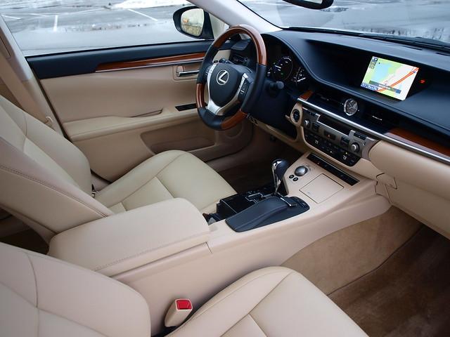 2013 Lexus ES 300h 25
