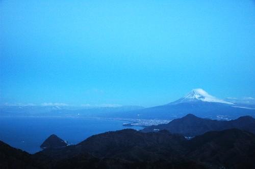 伊豆の国市葛城山から駿河湾と富士山を望む