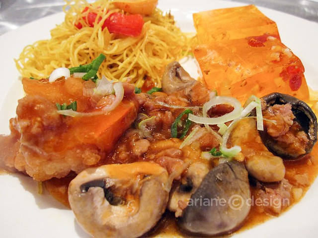 Grand Dynasty Seafood Restaurant: Shrimp with mushroom and Singapore style vermicelli