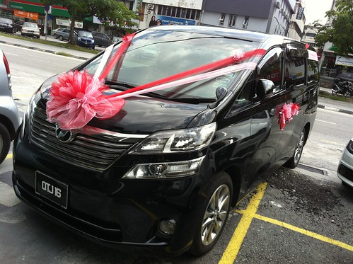Wedding Car Flower Decoration - Vellfire