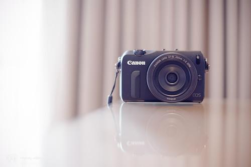 Canon_EOS_M_intro_01