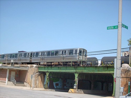Eastbound CTA green line rapid transit train alongside South Boulevard.  Oak Park Illinois.  August 2007. by Eddie from Chicago