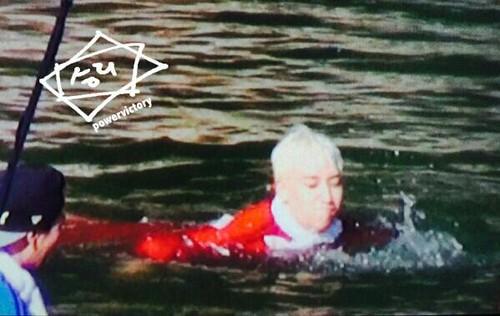 Big Bang - SBS Running Man - 25may2015 - Seung Ri - Power Victory - 02