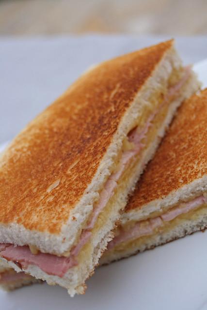 8386348332 bf1d025676 z Sandwiches toastés au fromage et jambon cuit supérieur