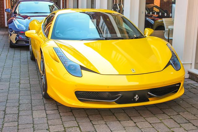 Ferrari en Lyndhurst, New Forest
