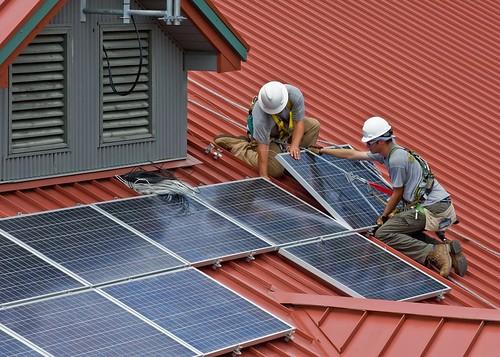 Китайцы скупают около трети всех солнечных панелей в мире