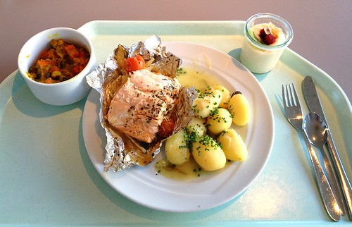 Lachs auf Fenchel-Tomatengemüse / Salmon on fennel tomato vegetables