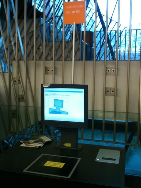 Borne d'emprunt RFID, Médiathèque Marguerite Yourcenar