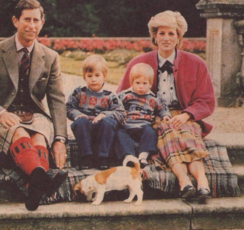 1986 Prince and Princess of Wales with their children, William and Harry.