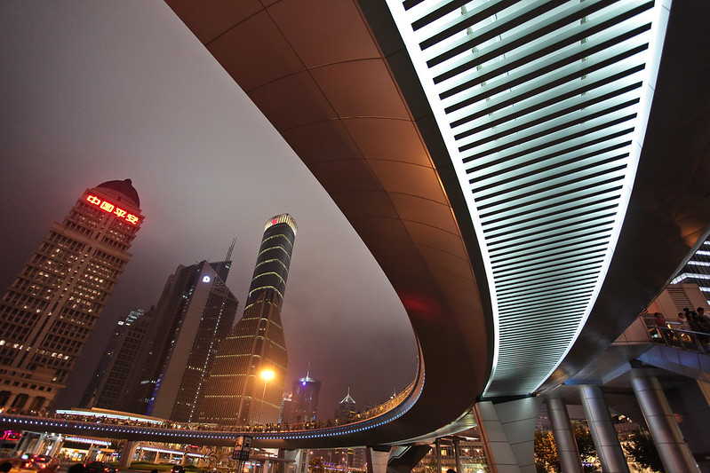 Shanghai shows off its curves