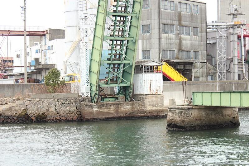 名古屋港跳上橋