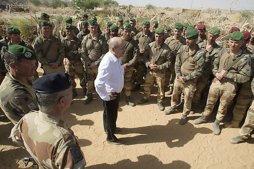 Minister (Secretary) of Defence with legionnaires in Mali