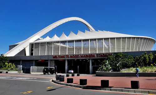 Front of Moses Mabhida Stadium (by Queenie)