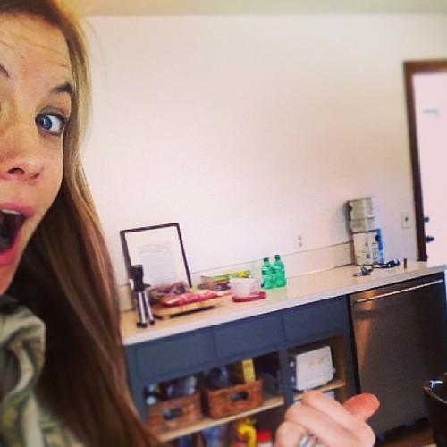 Hahahahaha hahahahaha!!!!!! #dishwasher (new to us) ((yay!!))