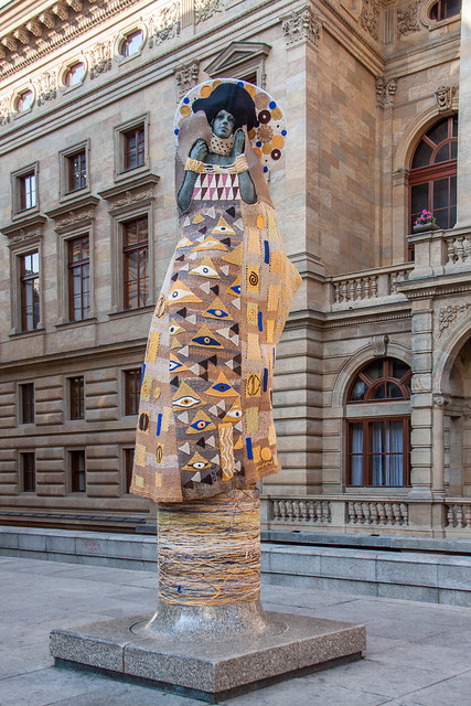 Klimt Yarn Bombing
