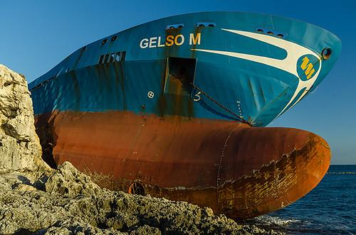 italy cliff sunrise coast nikon italia ship alba sigma syracuse sicily 1020mm sicilia tanker siracusa scogliera sigma1020mm d7000 nikond7000 ciccioetneo flickrandroidapp:filter=none gelsom