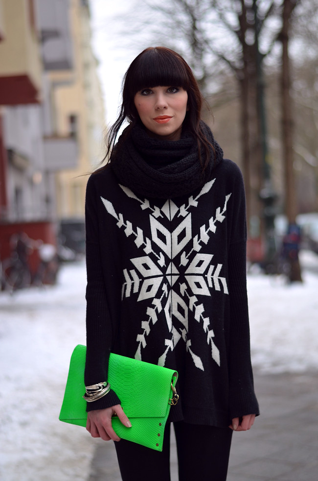 Blogger outfit: ohhandy green clutch AX Paris jumper 2