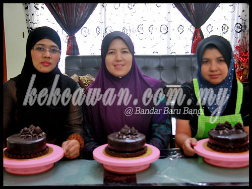 Bake & Deco Class: Moist Choc Cake with Choc Roses ~ 5 July 2012