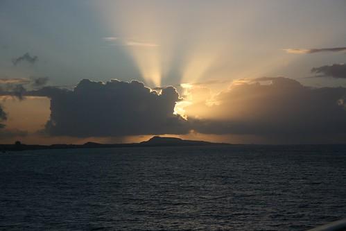 cruise sky cloud sun sunrise dawn caribbean sunrays curaçao