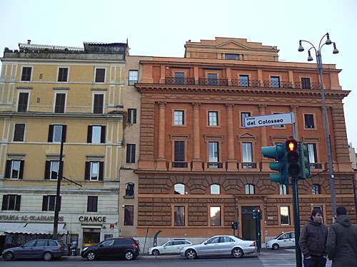 piazza del colosseo.jpg