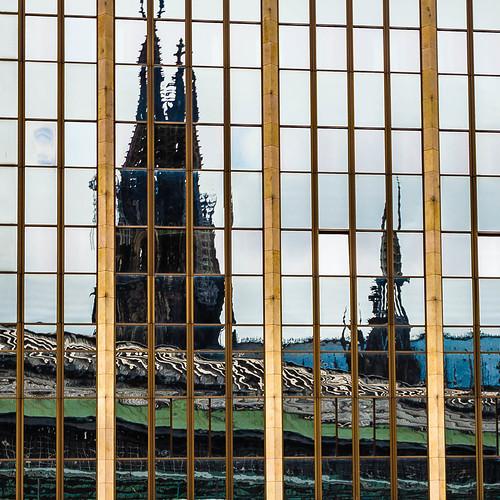 Kölner Dom gespiegelt; copyright 2012: Georg Berg