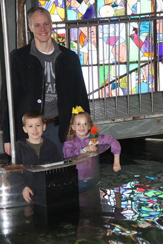 Aquarium_Nat-and-Kids-by-stingrays