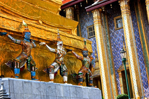 monkeys or devils? holding up the stupa