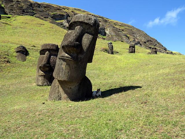 rano raraku moai statues easter island rapa nui. Black Bedroom Furniture Sets. Home Design Ideas