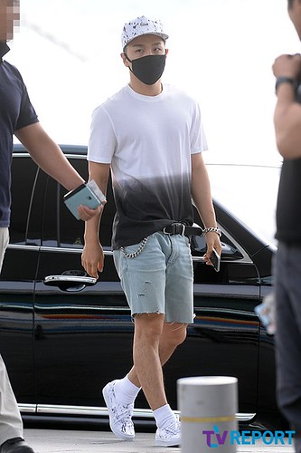 BIGBANG Incheon Airport to Shanghai Press 2015-06-19 014