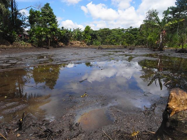 Poluição causada pela exploração petrolífera no Lago Agrio, no Equador. Caso foi levado à corte de arbitragem na Holanda  - Créditos: Julien Gomba